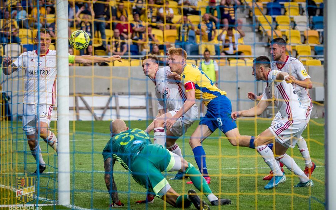 Slovnaft Cup: Slovan jednoznačne zvíťazil nad ViOnom, DAC s Ružomberkom nerozhodne a pred odvetou je všetko otvorené